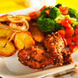 Foto Stock: Fried potatoes broccoli carrots and roasted chicken