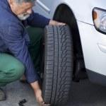 Mechanic changing a wheel of a modern car — Stock Photo
