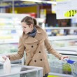 Pretty youman buying groceries in a supermarket/mall/grocery sto — Stock Photo