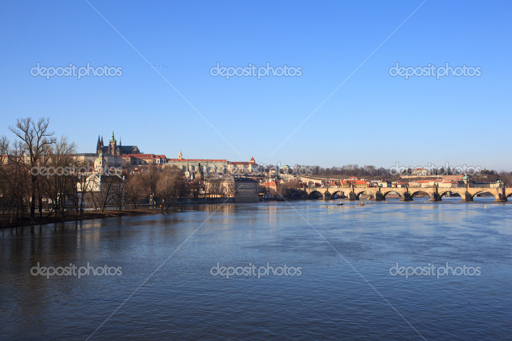 Prague - view of Vltava river and Charles bridge with Prague castle in the background — Stock Photo #6149093