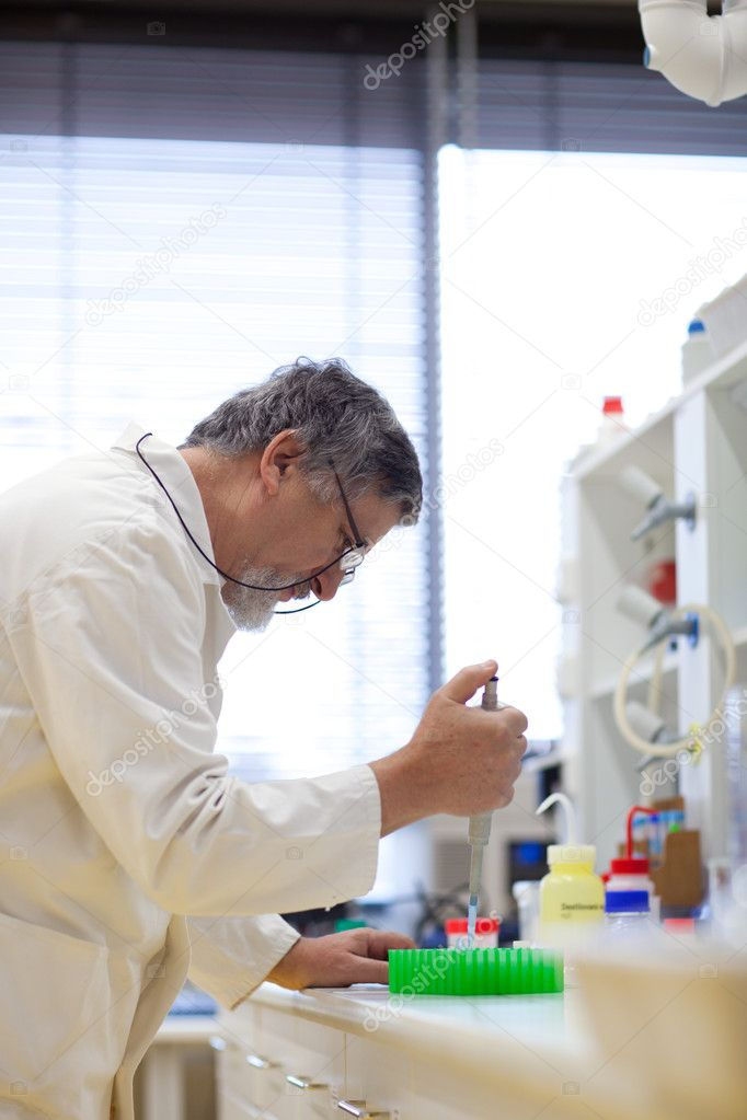 Senior male researcher carrying out scientific research in a lab (shallow DOF; color toned image) — Стоковая фотография #6149387