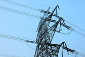 Elektriciteit stok met voeding met hoog voltage — Stockfoto