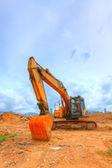 Escavadeira amarela em uma colina — Foto Stock