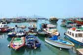 Fishing and house boats anchored in Cheung Chau harbour. Hong Ko — Stock Photo
