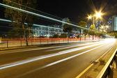Tráfico en hong kong en la noche — Foto de Stock