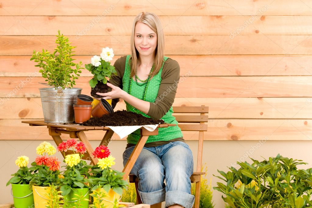 Gardening woman planting spring flower on terrace — Stock Photo #5572778