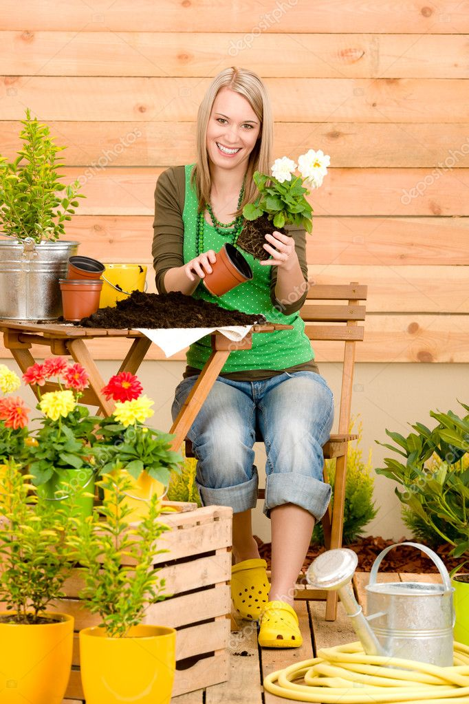 Gardening woman planting spring flower on terrace — Stock Photo #5572780
