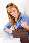 Shopping young woman with paper bag — Stockfoto