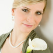 Portrait romantic woman hold calla lily flower — Stockfoto