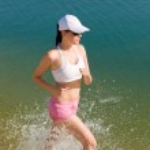 Summer sport fit woman jogging along seashore — Stock Photo #6138348