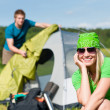 Camping couple build-up tent sunny countryside - Stock fotografie