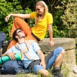 Hiking young couple backpack relax sunny day — Foto de Stock