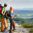 Hiking young couple point at panoramic view - Foto Stock