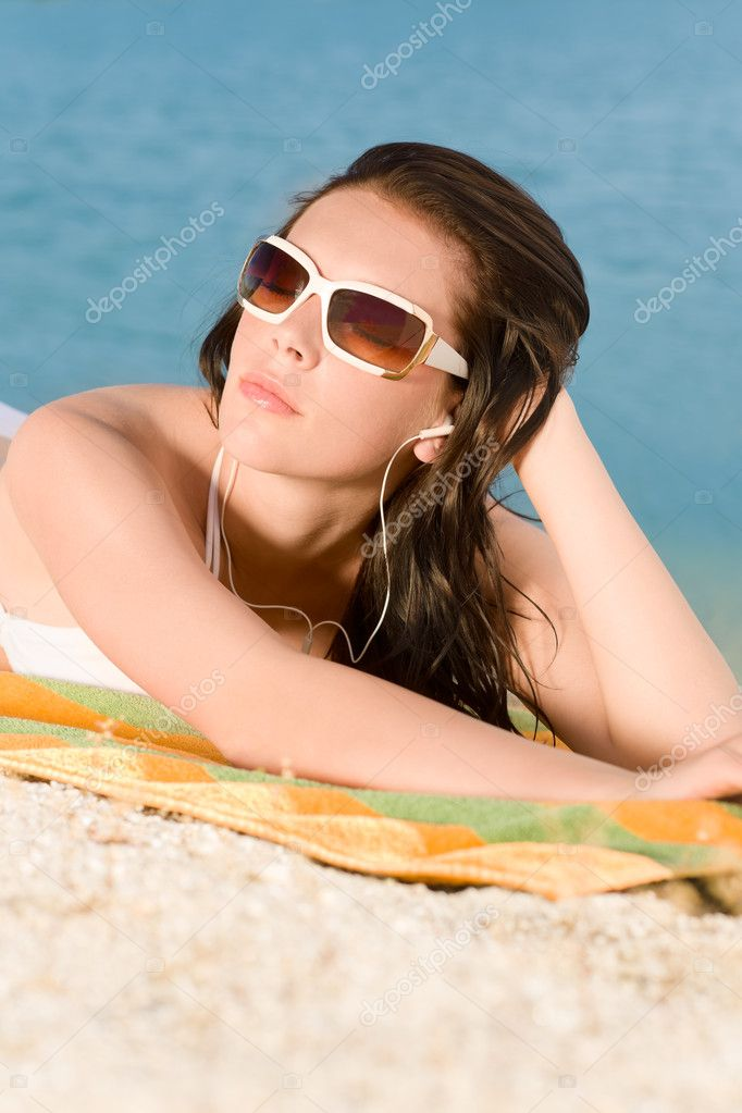 depositphotos 6138284 Young sexy bikini model relaxing with sunglasses Giovana Huidobro is a sexy Bikini Model...She will bring down any man
