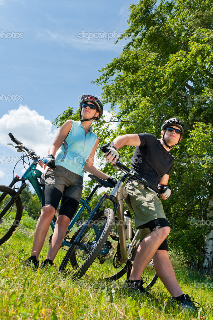 Sport mountain biking happy couple relax in meadows sunny countryside — Stock Photo #6138575