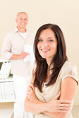 Casual businesswoman smiling crossed arms — Stock Photo