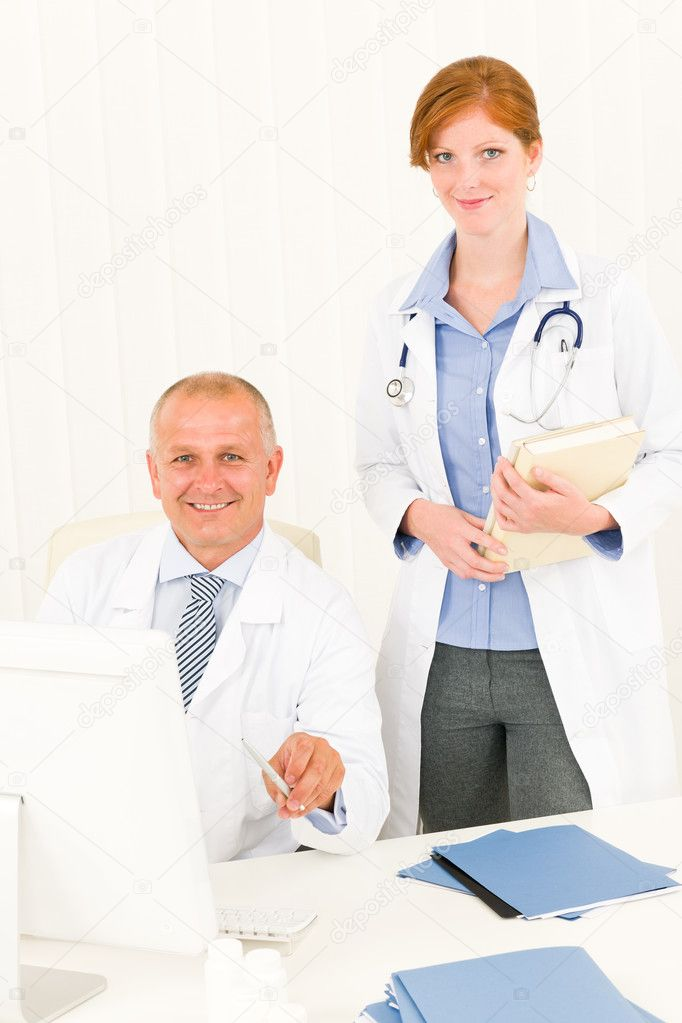 Medical senior doctor male with professional young female colleague office — Stockfoto #6287831