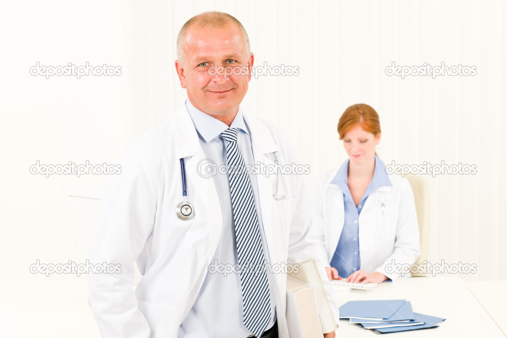 Medical team senior male doctor with professional female nurse portrait — Stock Photo #6287870