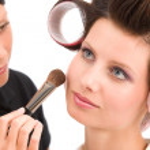Make-up artist woman fashion model apply powder — Stock Photo