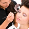 Make-up artist woman fashion model apply eyeshadow — Photo