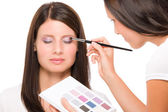 Make-up artist woman fashion model apply eyeshadow — Stock Photo