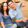 Moving new home young couple hold keys — Foto Stock