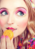 Girl Loves Colorful Macaroons — Stock Photo