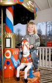 Karuzela kręcić wesołe dziecko konia — Zdjęcie stockowe