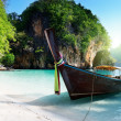 Long boat at island in Thailand - Foto Stock
