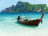 Boot auf phi phi island thailand — Stockfoto