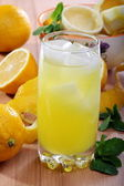Lemonade from fresh lemons, ice and mint in a vertical format. — Stock Photo