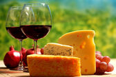 Cheese and two goblets blame close-up — Stockfoto