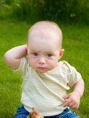 Kleines caucasian baby fragen — Stockfoto