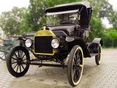 Vintage auto na de regen — Stockfoto