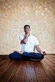 Yoga nadi suddhi pranayama — Stock Photo