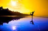 Yoga natarajasana on the beach — Stock Photo