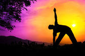 Yoga silhouette utthita trikonasana triangle pose — Stock Photo