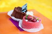 Dos tortas con fresa y chocolate — Foto de Stock