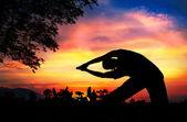 Haz yoga silueta parighasana plantean — Foto de Stock