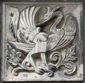 Old bas-relief of fairytale firebird — 图库照片