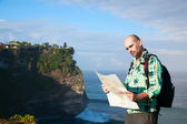 Man tourist with map — Stock Photo