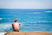 Man look at the sea — Stock Photo