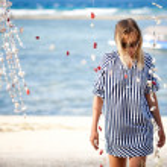 Walking along a beach — Stock Photo