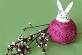 Decorative Easter bunny and cherry blossoms — 图库照片