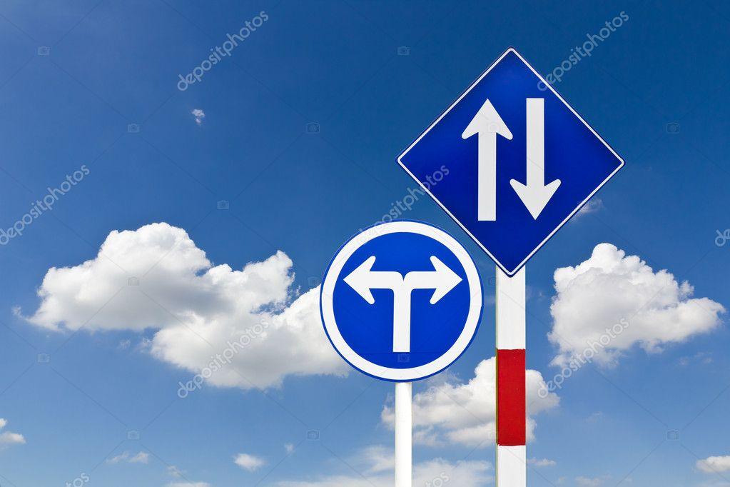 弯的道的交通标志 — 图库照片08stoonn#5937854