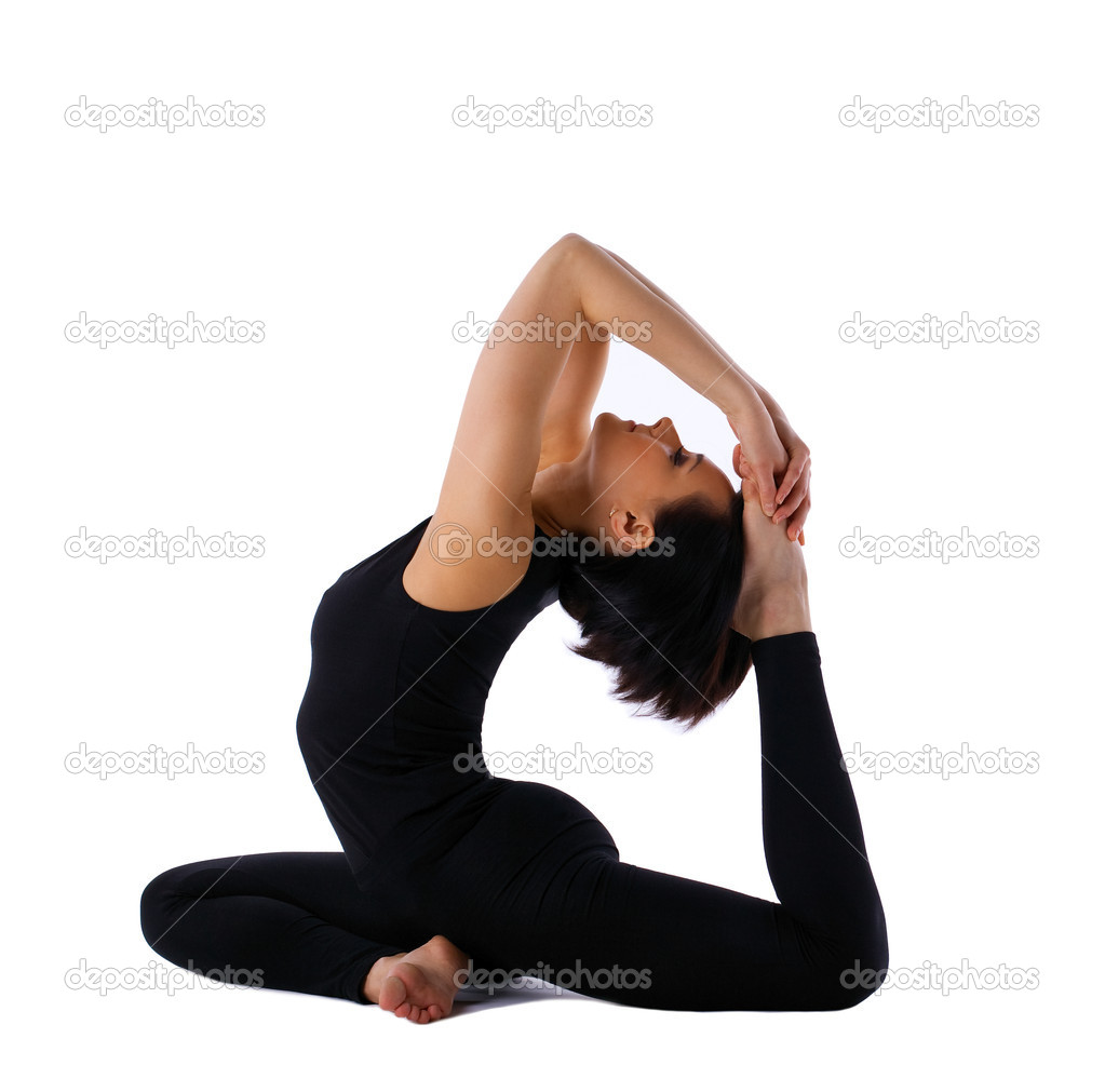 Yong Frau sitzen im Yoga Asana - pose Taube — Stockfoto © Wisky ...