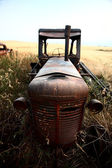 Abandoned tractor in scenic Saskatchewan — Stock Photo