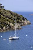 Sailing boat near the coast — Stock Photo
