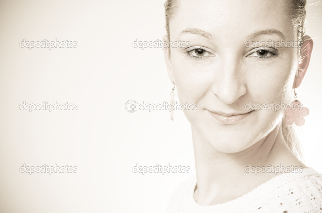 Portrait of an attractive beautiful blond woman smiling — Stock Photo #5551077