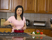 Asian mom cooking at home — Stockfoto